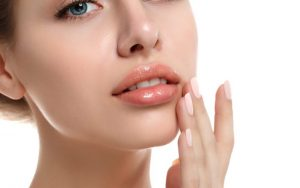 Уход за губами: гиалуроновая кислота и другие средства по уходу за губами