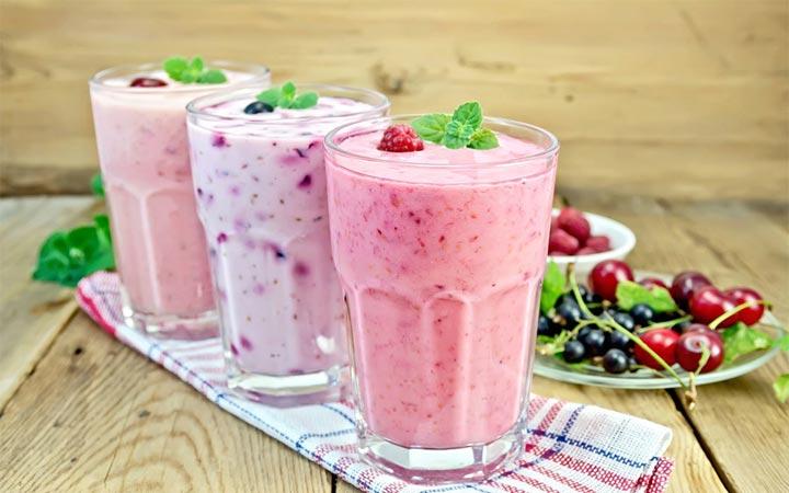 Свекольно-кефирный коктейль с ягодами