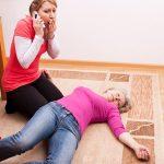 Обморок: признаки, виды, лечение, первая помощь при обмороке